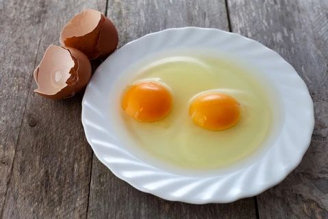 In the yolk of the egg there is a lot of Omega 3 beneficial for hair large result - MCSARA Hair
