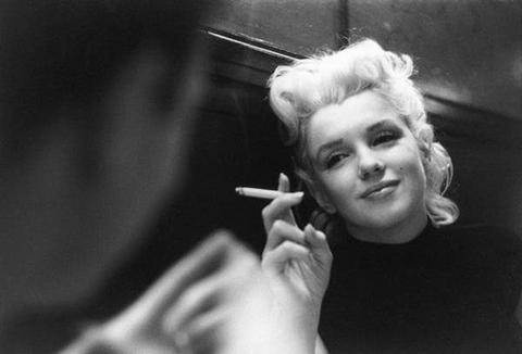Marilyn Monroe without makeup with a cigarette large - MCSARA Hair