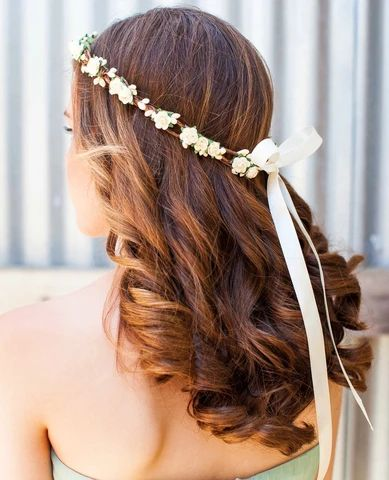 Simple gently wavy bridal hairstyle 2 large result - MCSARA Hair