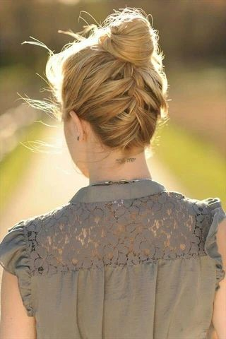 mcsara Elegant high bun hairstyle large - MCSARA Hair